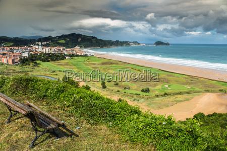 strand von zarautz baskenland spanien