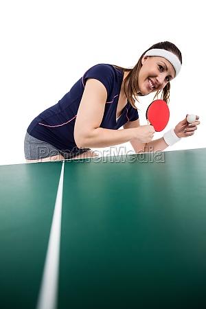 weiblicher sportler tischtennis spielen