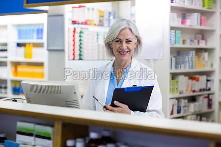 arzt mediziner medikus frau lachen lacht