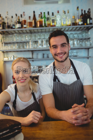 portraet von mitarbeitern im cafe