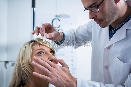 arzt mediziner medikus frau beratung konsultation