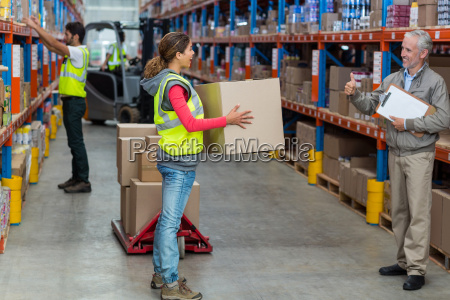 manager looking a worker holding cardboard