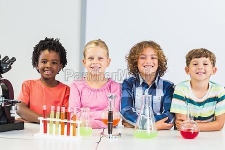 portraet von den kindern die ein