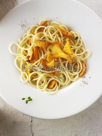 spaghetti mit pfifferlingspilzen in butter und