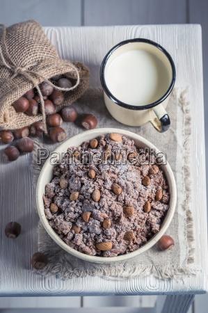 hausgemachte schokolade mit nuessen