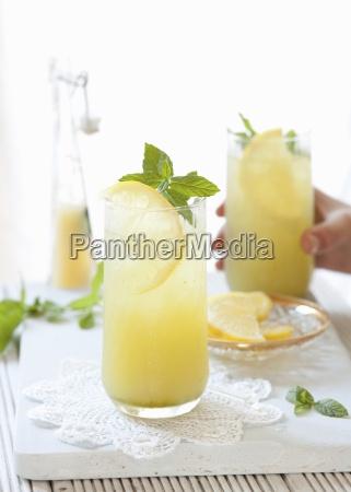 apple lemon juice with mint