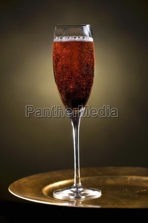 getraenke innen innenaufnahme trinken trinkend trinkt