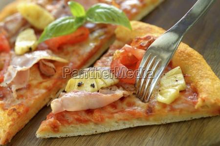 pizza hawaii close up