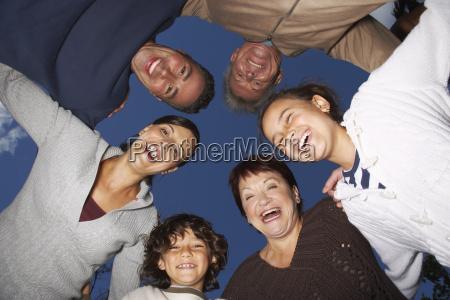 portraet der familie im freien