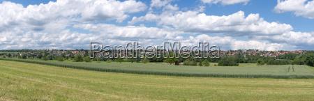 panorama eines laendlichen ortes im sommer