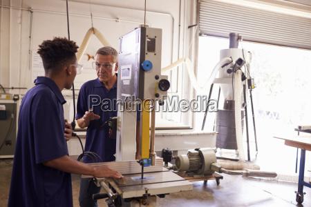 carpenter training maennlicher lehrling zur verwendung