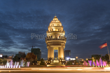 cambodia phnom penh independence monument at