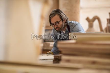 tafel arbeitsstelle handwerker arbeitsstaette holz brille
