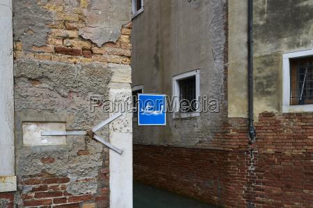 italien venedig gondel schild an hausfassade