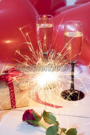 rote rose wunderkerze geschenk champagner glaeser