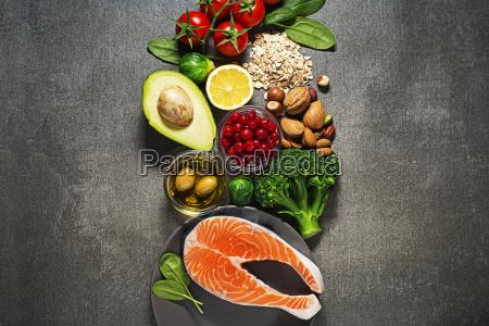 gesundes essen mit lachsfisch
