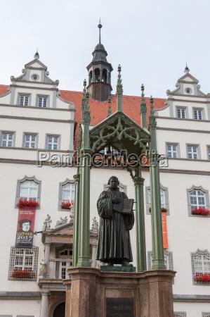 rathaus mit lutherdenkmal