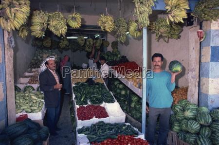 fruit and vegetable sellers kerak jordan