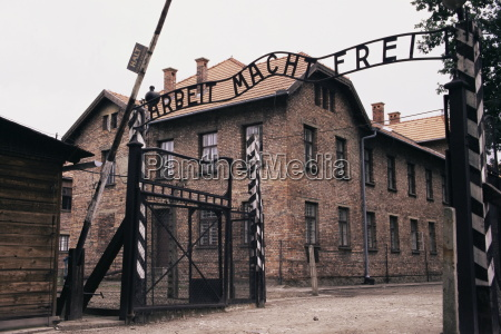 entrance gate with lettering arbeit macht