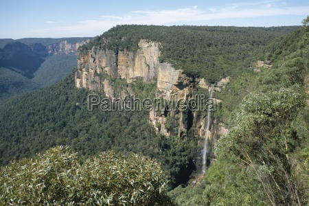 fahrt reisen baum baeume berge australien