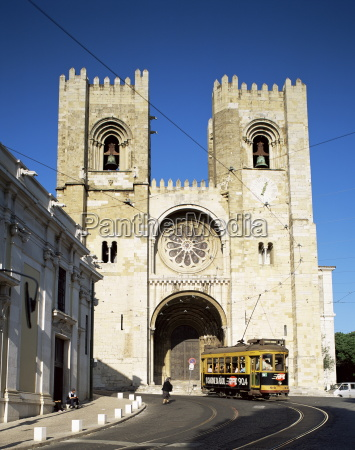 the romanesque style se cathedral lisbon