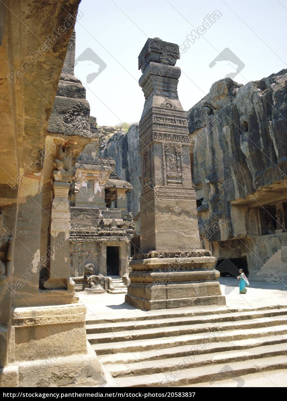 riesige, säule, in, sw, des, hofes, kailasa-tempel, ellora, indien - 20583837