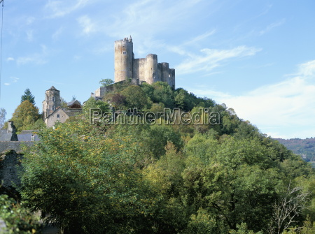 castle of najac in the valley