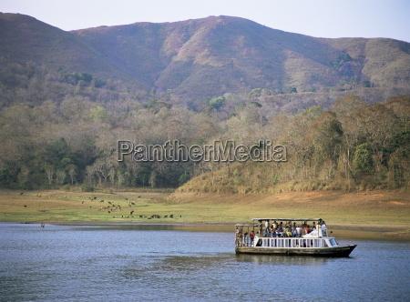 tourist boat viewing animals periyar wildlife
