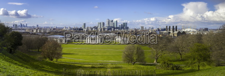 panoramic view of canary wharf the