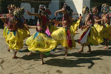 taenzer festival bumthang bhutan asien