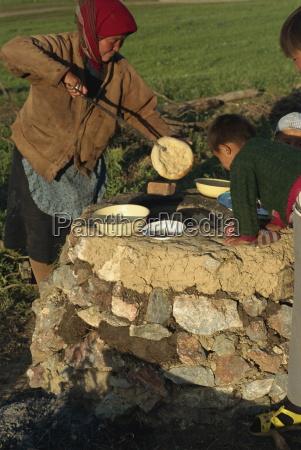 kazak cooking bread tianshan xinjiang china