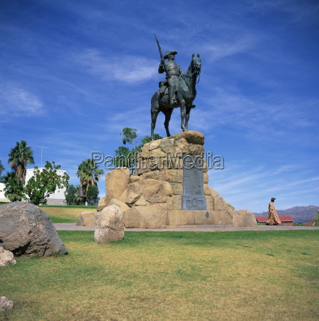 fahrt reisen mahnmal gedenkstaette kunst statue