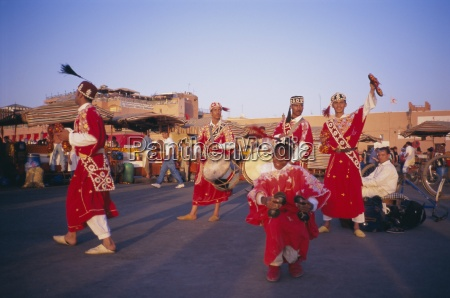 dancers on the place djemaa el