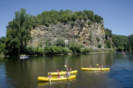 people in canoes on the dordogne