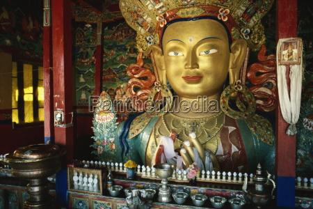 statua di maitreya il futuro buddha