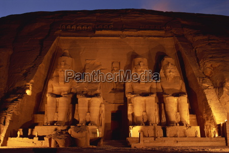 colossi of ramses ii floodlit great