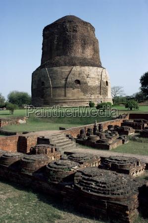 dhamekh buddhist stupa at sarnath near