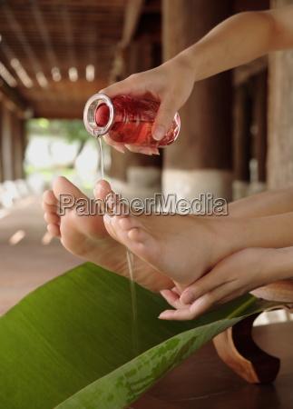 fussbehandlung im orientalischen deva spa dhara