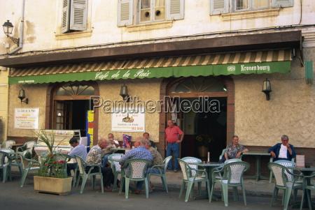 locals at le cafe de la
