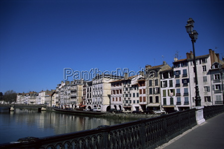 bayonne on the river adour pays