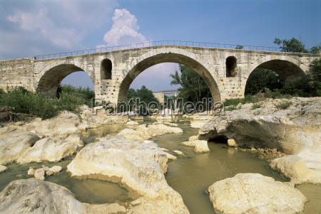 pont julien roman bridge dating from
