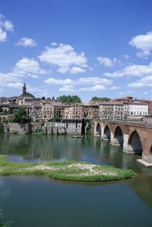 the town of albi tarn river