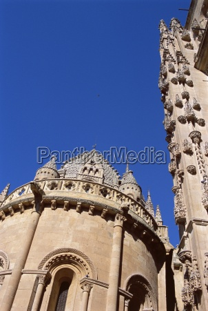the important romanesque building of the