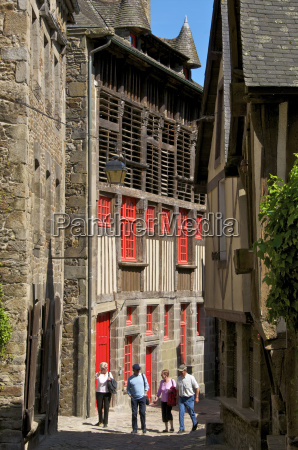 mansions and ancient barn dating from