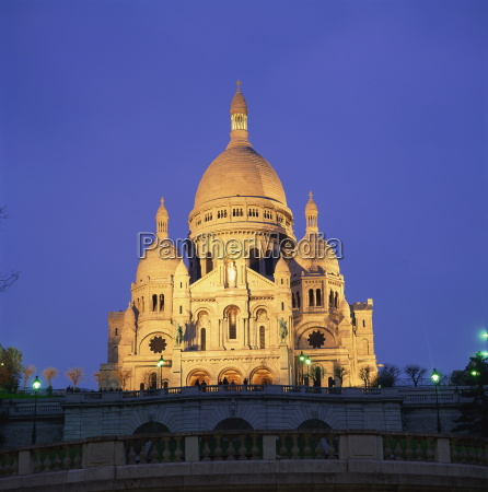 sacre coeur illuminated at dusk montmartre