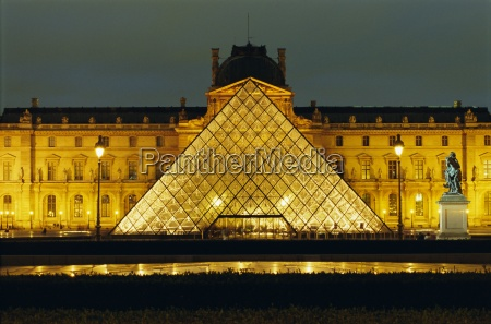 the louvre and pyramid illuminated at