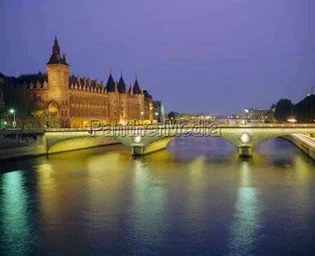 palais de justice and the river