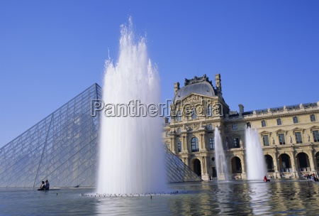 the louvre fountains and pyramid paris