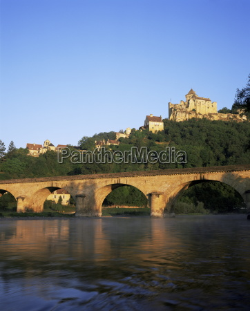 castelnaud bridge and chateau dordogne aquitaine