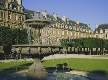 fountain in the place des vosges